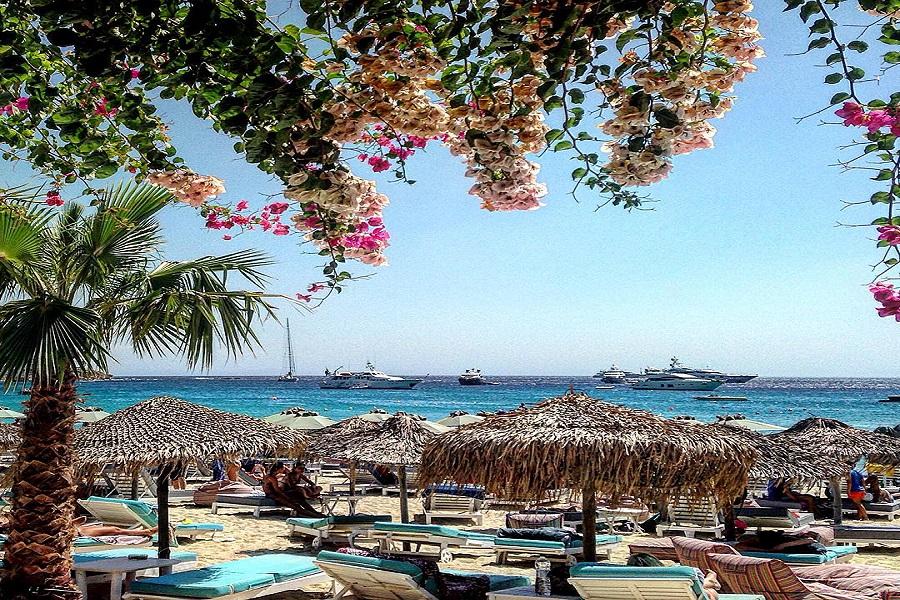 Platys Gyalos beach